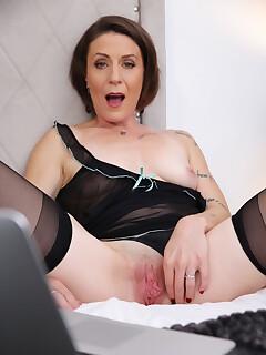 Granny nylon porn pictures