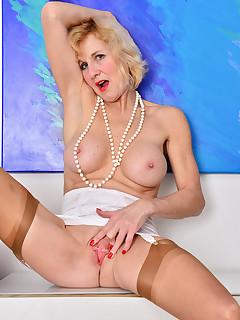 Mom nylon porn pictures