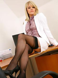 Secretary nylon porn pictures
